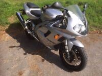TRIUMPH DAYTONA 955i - SILVER - 2003 - LOW MILEAGE - LONG MOT - PRIVATE SALE