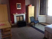 LARGE room to rent in walthamstow central one minute walk from tube station