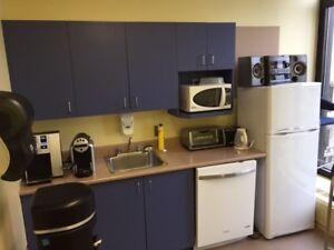 comptoir, armoire, évier, robinet de cuisine (centre Montréal)