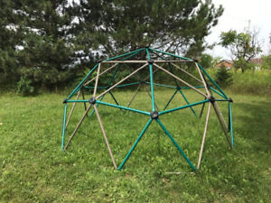 Large metal climber - excellent condition