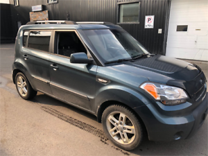 2011 KIA SOUL AUTOMATIQUE CLIMATISEE BEAUCOUP D'OPTIONS PROPRE