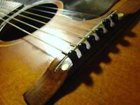 Cours de guitare offert aux débutants, intermédiaires et avancés