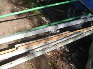 CONCRETOR LEVLING BARS x 4 and Brushing pole with extension Kingston Logan Area Preview