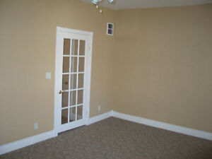 upper 2 bedroom apt with parking and laundry London Ontario image 7