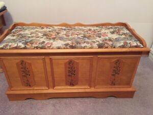Mint cedar chest with seat