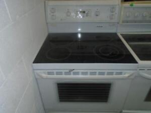 GE SELF-CLEANING STOVE / CUISINIERE AUTO-NETTOYANTE GE