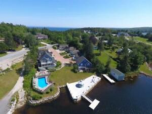 """""""Rosewood On The Cove"""" Year Round Waterfront Cottage"""