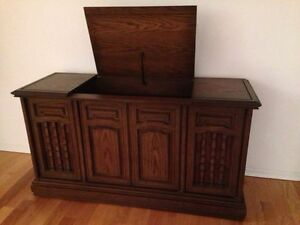 Vintage Solid Wood carved stereo console Kitchener / Waterloo Kitchener Area image 3