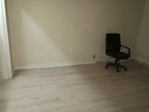 SHARED ROOM FOR RENT $275 INCLUSIVE IN STUDENT LODGING Windsor Region Ontario image 2