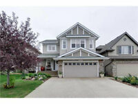 2 Storey 4 bed + 3.5 bath home in Magrath Heights