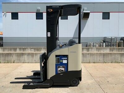 2008 Crown Electric Reach Truck Narrow Aisle Forktruck Forklift Stand Up