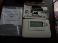 Honeywell Chronotherm CM707 programmable room thermostat.