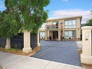 LARGE ROOM FOR RENT IN SEPARATE  UPSTAIR HOUSE (SINGLE OR COUPLE) Wheelers Hill Monash Area Preview