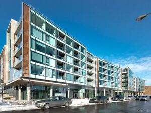 Beautiful condo at the luxurious Myst! Extremely bright 1+1 bed