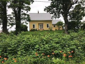 Restored Lakefront Farmhouse, 5 minutes from Mahone Bay