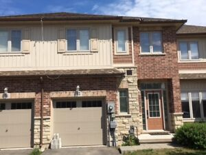 Executive Town Home In Grimsby
