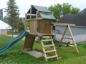 LARGE SWING SET - WILL DELIVER IN KINGSTON NAPANEE AREA