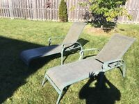 2 reclining outdoor lounge chairs
