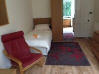 Cosy Studio Apartment in Buckingham Street - Rent Virtually All-Inclusive