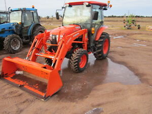 USED 2015 Kubota L3560 W/ Cab and Loader