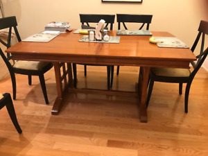 Art Shoppe solid wood dining table with 2 leaves