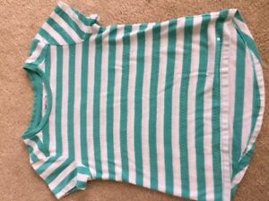 LIKE NEW Girls Gap striped t-shirt (XS 4/5 years)