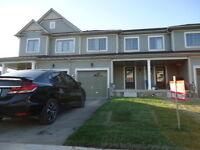3 Bedrooms 2,5 Bath Freehold Townhouse for Sale Niagara Fall