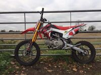 Motorcross Bike/Pit Bike Manufractured by Welsh Pit Bikes 140cc Race Red & White Like New Condition
