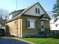 Grimsby home in great location easy walk to schools and downtown