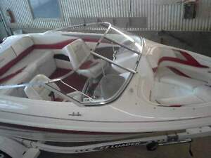 Immaculate Larson bowrider Ski Boat