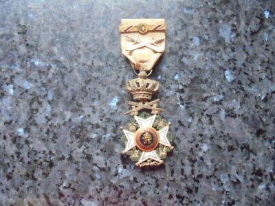 belle medaille chevalier ordre de leopold sabre croisé..barette sur le ruban