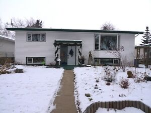 Lovely Family Home in Camrose Edmonton Edmonton Area image 1