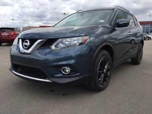 2014 Nissan Rogue SV AWD Accident Free,  Heated Seats,  Back-up