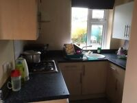 Bungalow Located in Woodley, 3 BEDROOMS, LARGE GARDEN, PARKING, RENT EXCLUDES BILLS.