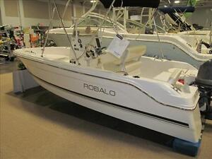 New  Non-Current Robalo R160 Center console with trailer