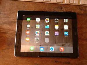 APPLE IPAD 2 16GB WIFI GOOD CONDITION WITH CHARGER AND CASE