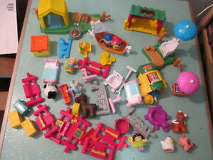 FISHER-PRICE LITTLE PEOPLE TOYS LOT