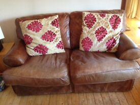 4 Cushions for sale in excellent condition