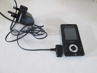 SONY ERICCSON WALKMAN W205 SLIDER MOBILE PHONE-CAMERA / VIDEO OPTION & CHARGER-OSSETT, WAKEFIELD.