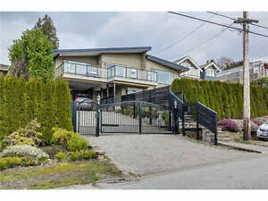 W Van Dundarave Ocean Island View House with Large sundeck&yard