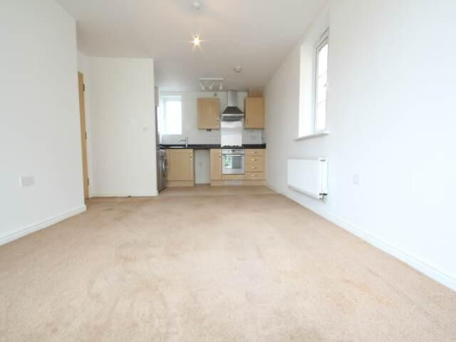 Modern and spacious 1 bedroom flat in Ilford available now part dss accepted with guarantor