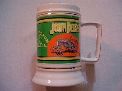 JOHN DEERE WHITE BEER MUG STEIN 2006 LICENSED WITH VINTAGE STYLE TRACTOR
