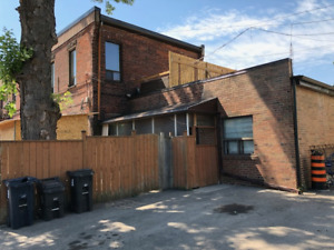 LARGE BASEMENT 1 BEDROOM - DUFFERIN AND COLLEGE