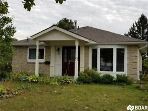 Beautiful Ranch Bungalow - 1 Bedroom Available!