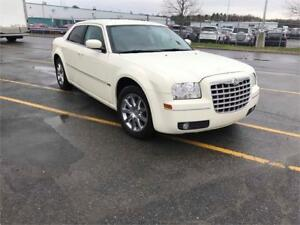 2009 CHRYSLER 300 ** WHITE LEATHER ** MAGS ** NAVI