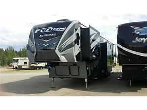 Luxury FUZION 422 Toy Hauler BLOW OUT PRICE