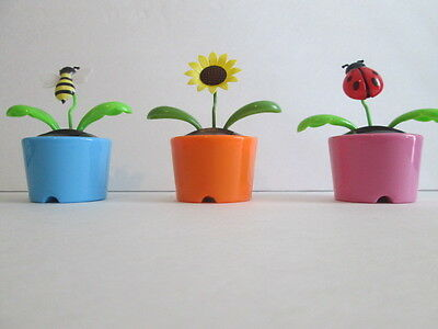 SOLAR POWERED DANCING BUGS  WITH ASSORTED POT COLORS / STYLES. PER LOT OF 3*