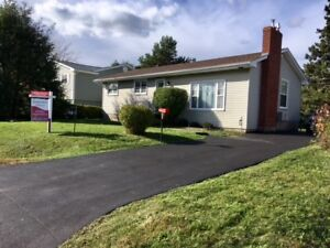 Bungalow with fenced backyard - Homes for sale in Enfield