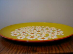 Vintage XLarge Round Plastic Lacquer Serving Tray, White Daisies Kitchener / Waterloo Kitchener Area image 3