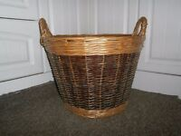 LARGE TWO TONE WICKER LOG / LAUNDRY / STORAGE BASKET WITH HANDLES